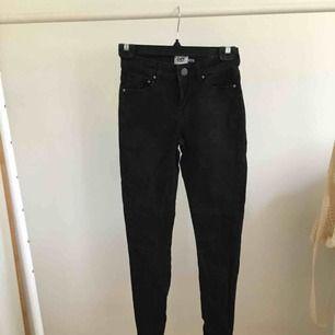 Svart jeans, bra kvalitet, har knappt använt dom