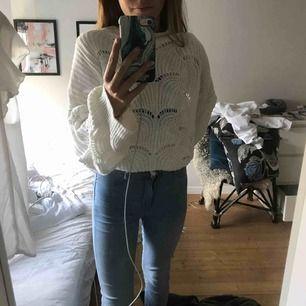 Stickad tröja från GI a tricot köpt flr 299kr. Det är storlek XL men den sitter som en m på mig som har xs. Skulle säga att den är one size då den passar mig men även en xl! Köparen står flr frakt