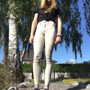 Molly jeans från gina tricot. Bra skick. Frakt tillkommer :)