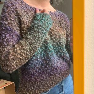 """""""Glittrig"""" och trendiga färger, tröja från Topshop. Legat i min garderob och behöver kärlek 💫❣️ frakt 59kr"""