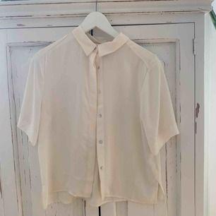 Blus i benvit färg från H&M