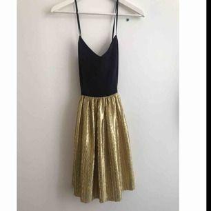 Klänning inköpt på en vintagebutik i New York🗽 Aldrig använd.