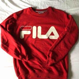 Säljer denna tröjan pga att jag inte använder den längre. Använt hyfsat mycket men inga synliga effekter. Eventuell frakt tillkommer