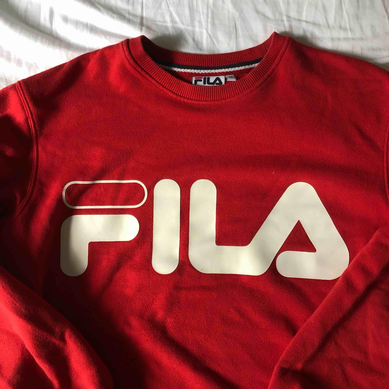 Säljer denna tröjan pga att jag inte använder den längre. Använt hyfsat mycket men inga synliga effekter. Eventuell frakt tillkommer . Huvtröjor & Träningströjor.