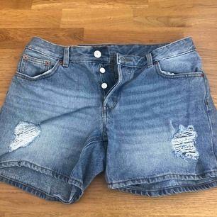 Ett par monki shorts använda minst 2 gånger! Storlek M 💗