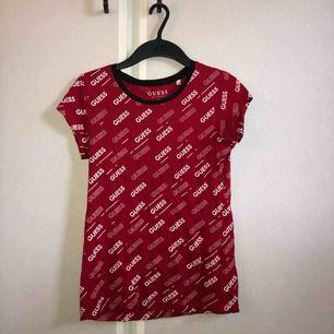 En superfin tröja från GUESS i storleken M passar dock som en S. Säljer då den ej kommer till användning
