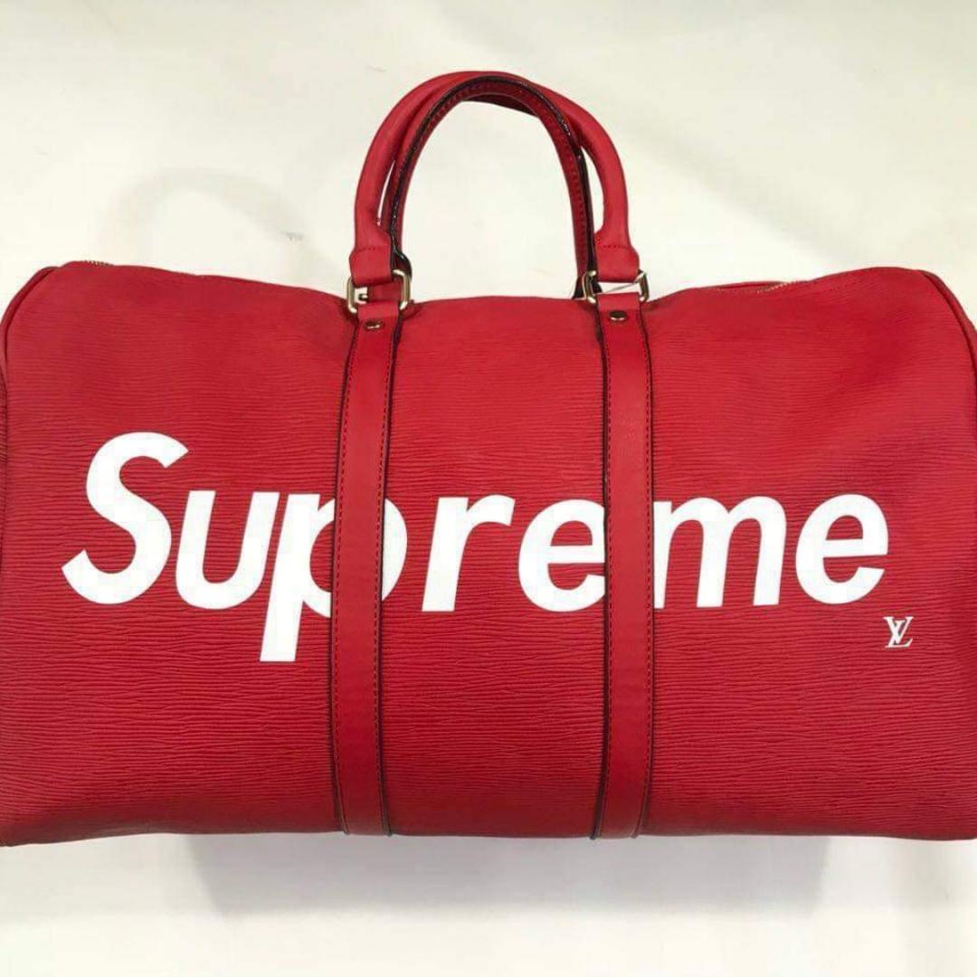 NY!  Louis Vuitton supreme traveling bag. snygg väska att ha med sig på resan. Fraktar! Se gärna mina övriga annonser 🌺. Övrigt.