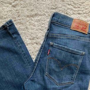 Fina bootcut jeans från Levis, nyskick! Stl 25