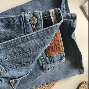 Väl bevarade Levis Bootcut jeans. Använda ett fåtal gånger. Köparen står för frakten 😊