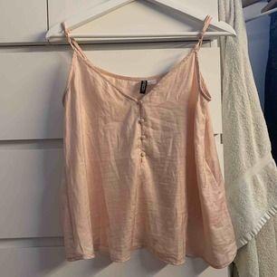Rosa linne med knappar, 15 kr pluss frakt🥰