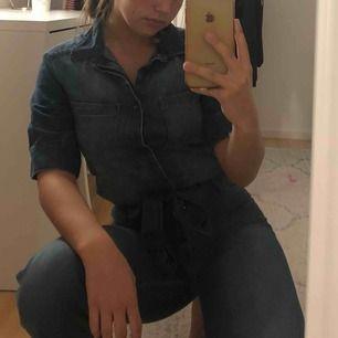Asball jumpsuit i jeans. Tyvärr inte kommit till användning
