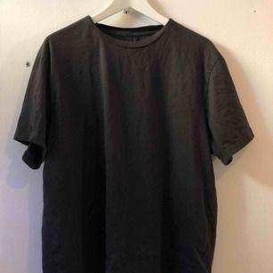 Skit nice smutsgrå T-shirt 💜💜 Priset kan diskuteras 😋