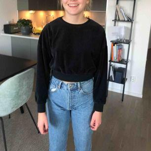 Väldigt snygg basic tröja som passar med ett par snygga jeans eller en fin kjol. Mötas upp i Sthlm/nacka eller skickas obs köparen står för frakt