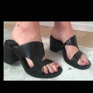 Extremt snygga skor köpta second hand som tyvärr får för lite användning