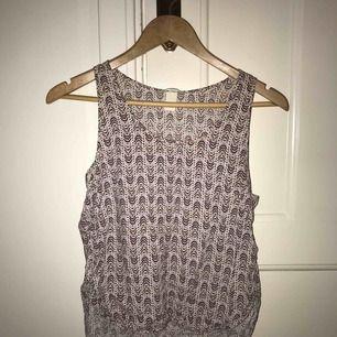 Fint linne med mönster! Aldrig använd och sitter inte tight👍