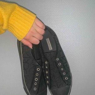 Köpte av en kompis men passa inte i storlek, har tyvärr inga skosnören till! 250kr inkl frakt