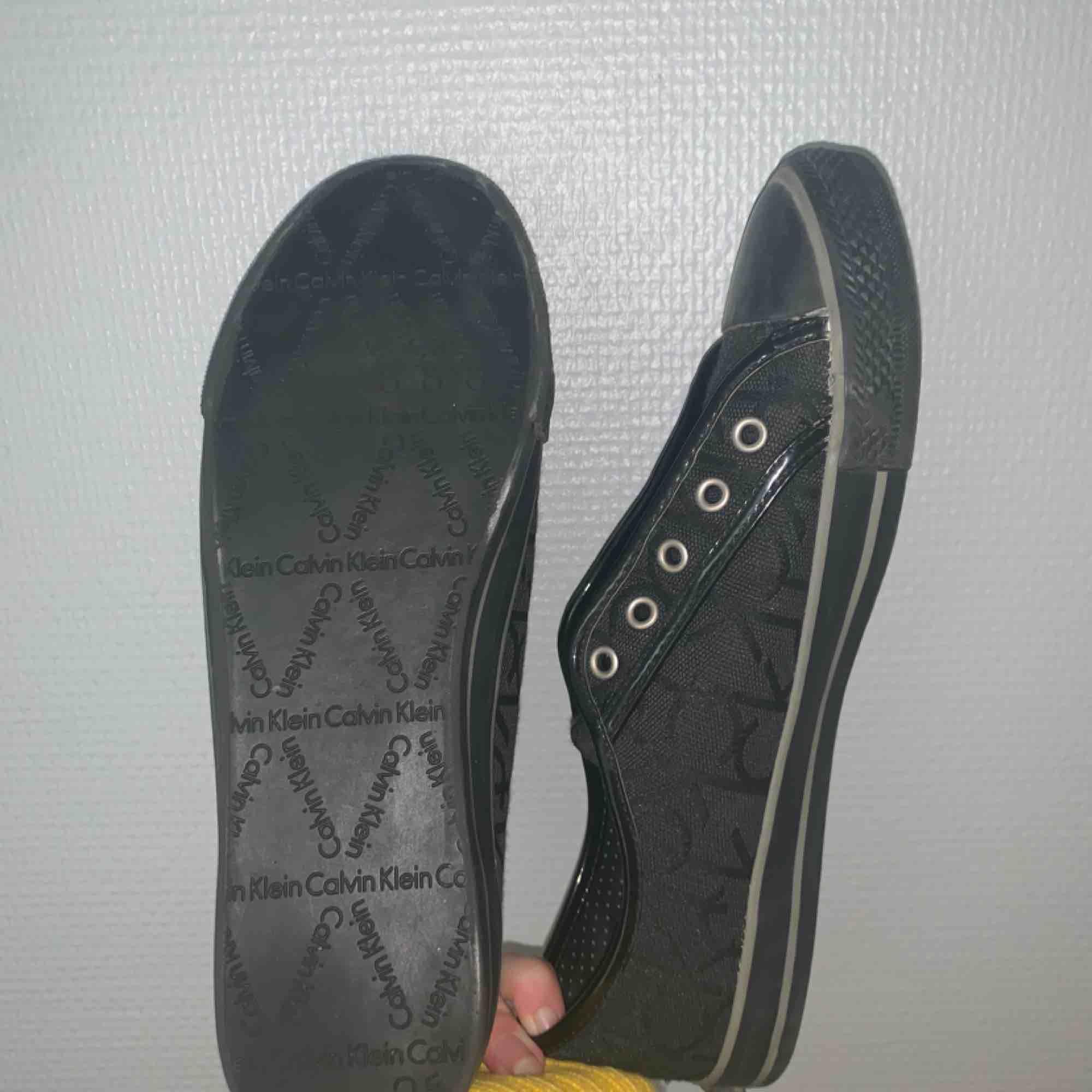 Köpte av en kompis men passa inte i storlek, har tyvärr inga skosnören till! 250kr inkl frakt. Skor.