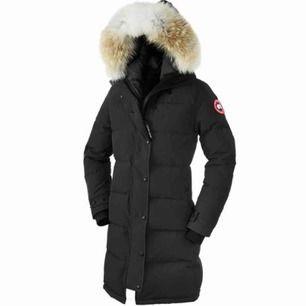 Canada goose shelburn Parka, använd under 1 vinter, köpt på jackie för 9300kr, jätte bra skick, kvitto och alla lappar finns kvar