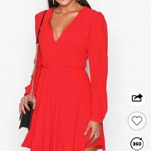 Klänning köpt från Nelly.com använd ca 2 gånger men för liten för mig. 200kr + frakt.