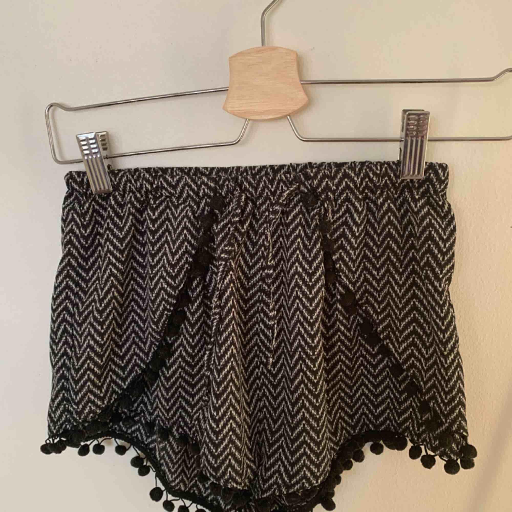 Sköna svala sommar shorts endast använda ett fåtal gånger pga för små!  Jag står inte för frakt . Shorts.