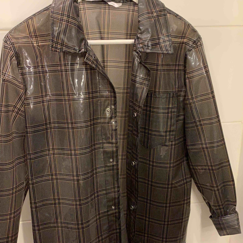 Supercool skjorta köpt på Zara i Paris 💕. Skjortor.