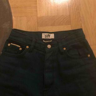 Eytys jeans i modellen benz, jättesnygga men passar inte mig längre:( inte använda så många gånger! Nypris på 1900kr💕🌸