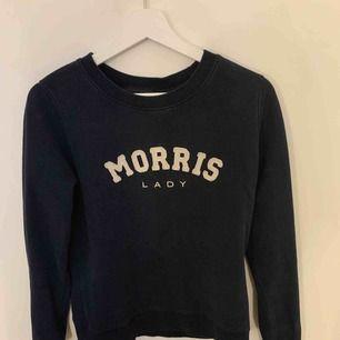 En Marinblå Morris tröja, ej använd så mycket fint skick