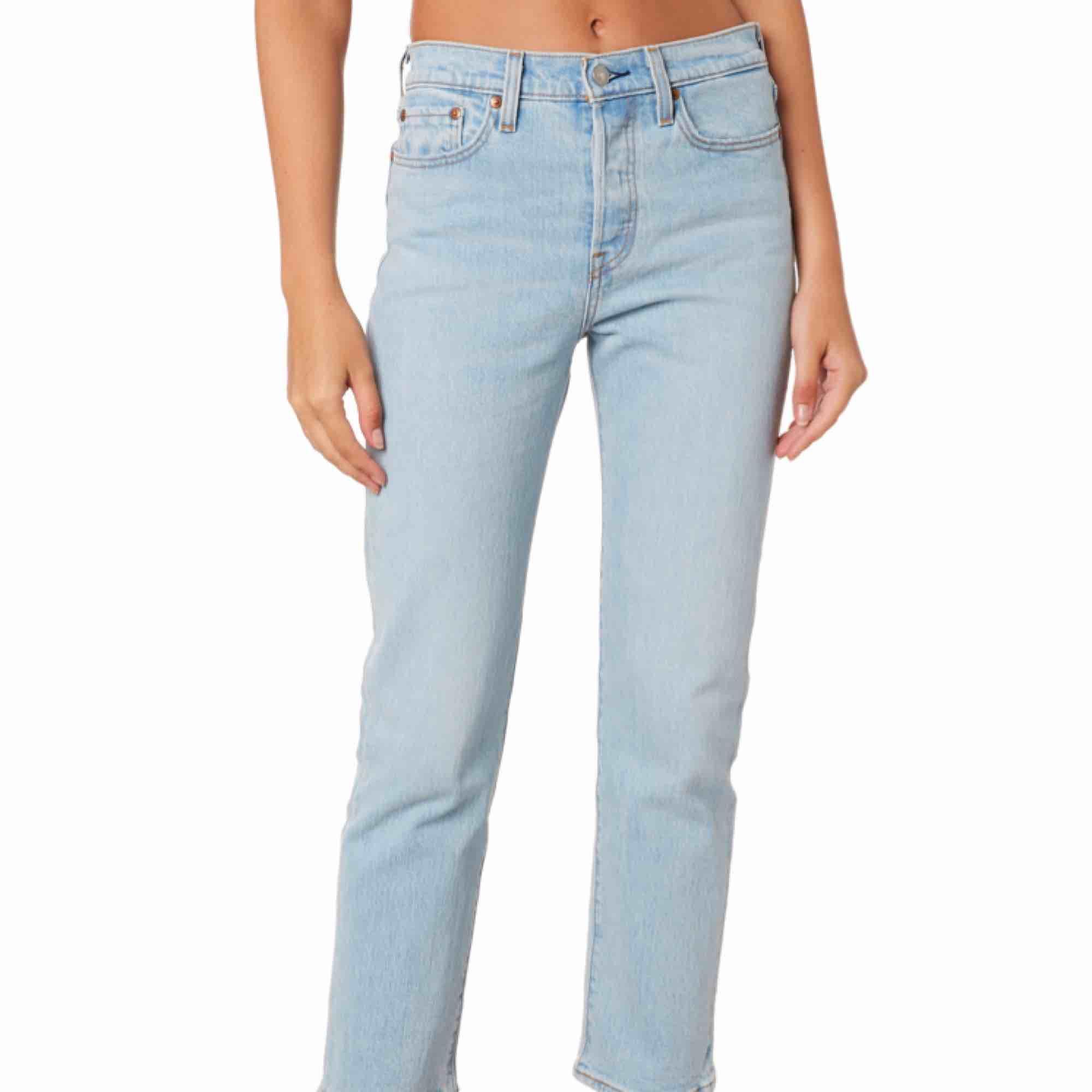 Ett par nästintill oanvända Levis wedgie straight jeans! Skriv för fler bilder. Pris kan diskuteras vi snabb affär! 🥰. Jeans & Byxor.