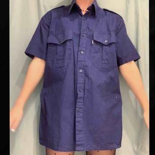 Snygg oversized tröja som jag använt som klänning🥰 Jag är en XS men den funkar som tröja åt M/L❤️ i linne-tyg