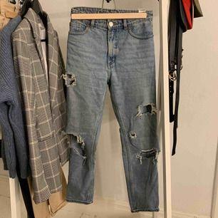 Jeans med hål  Orsak: för små :/
