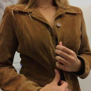 Helt underbar mocka kappa från hennes alltså H&M på typ 70-talet. Den är i helt nytt skick