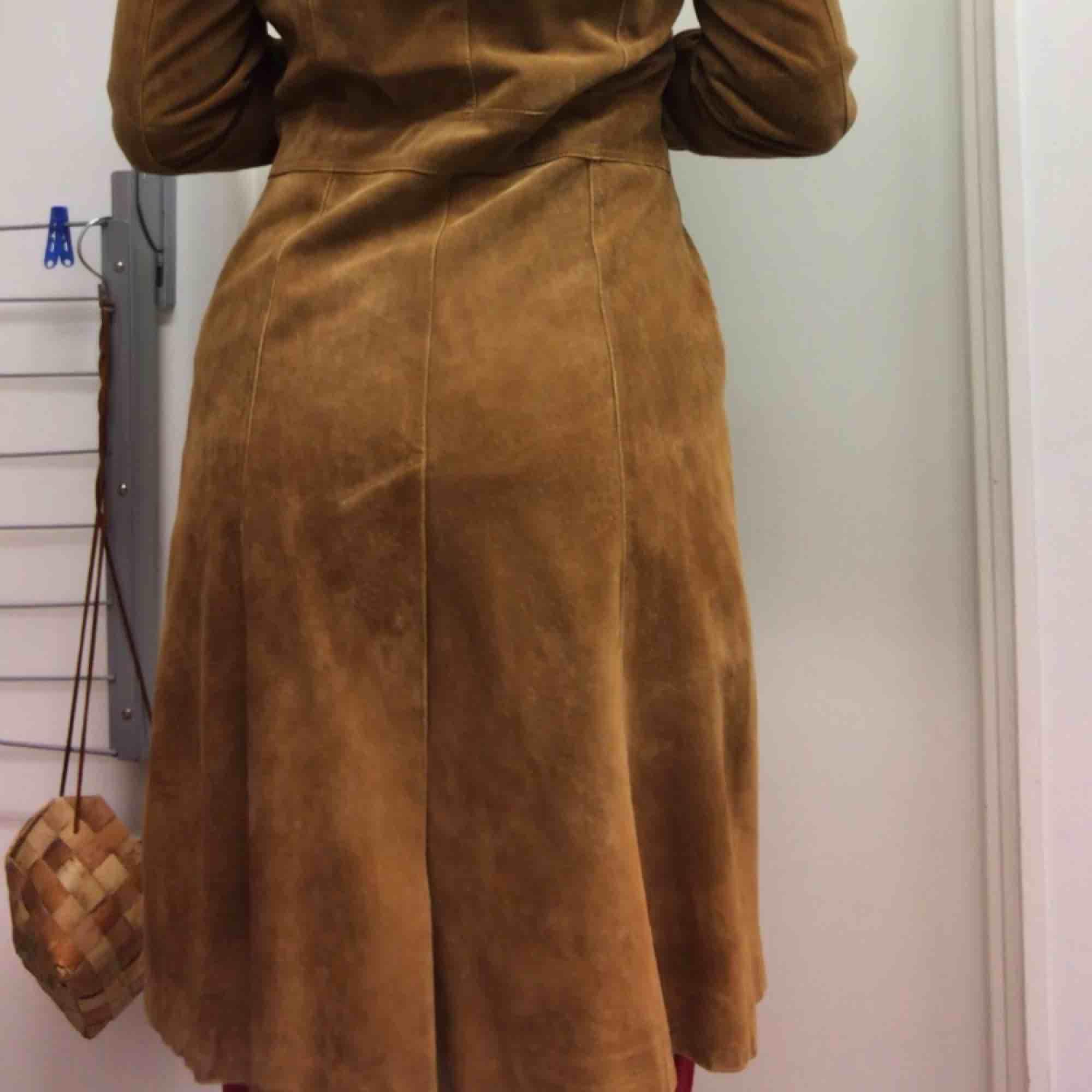 Helt underbar mocka kappa från hennes alltså H&M på typ 70-talet. Den är i helt nytt skick . Jackor.