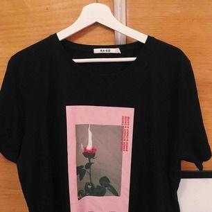 T shirt ifrån NAKD Aldrig använd, liten i storleken