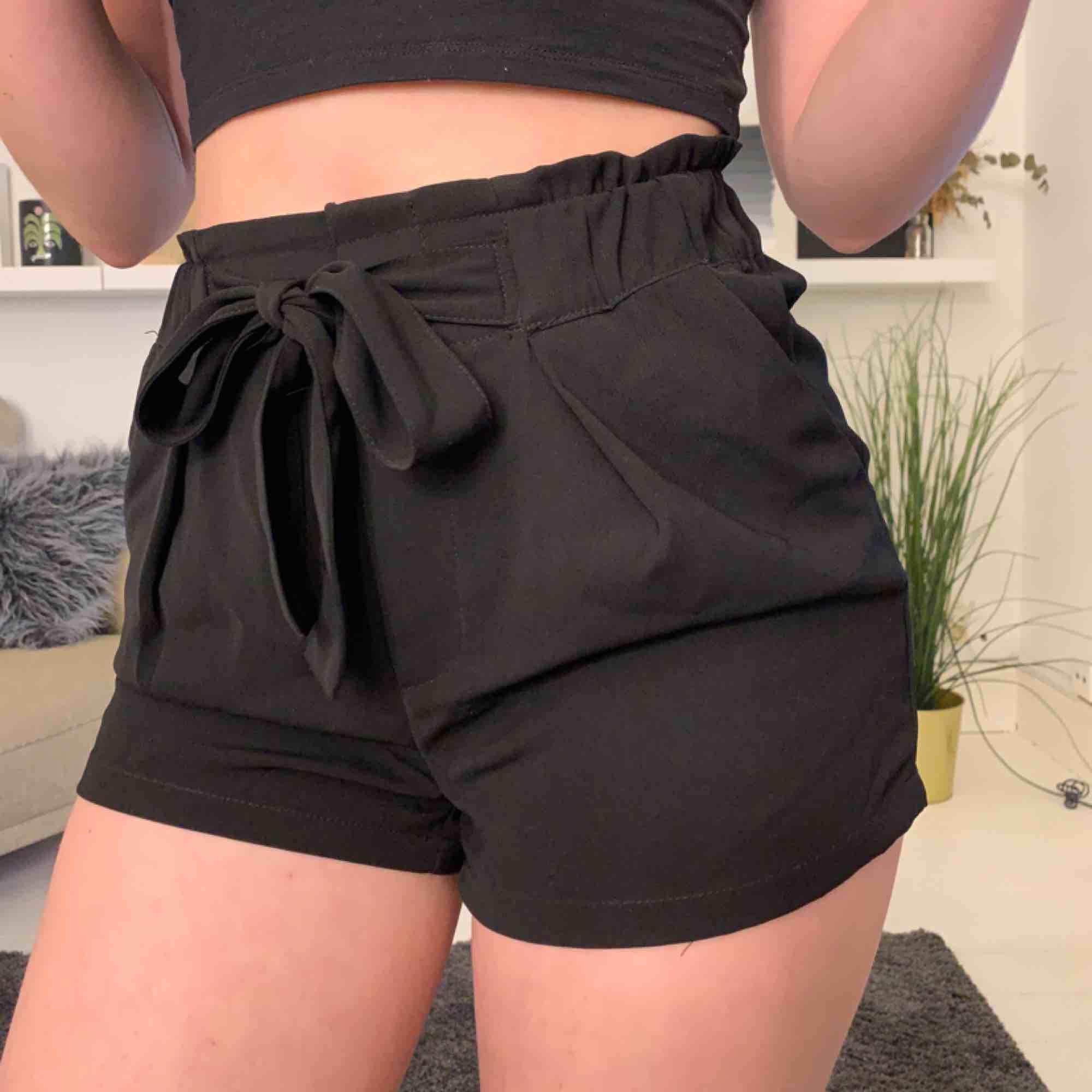 Super snygga shorts med band  Orsak: för små:/ . Shorts.