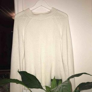 Vit stickad tröja, perfekt till hösten! (Pris kan diskuteras!)