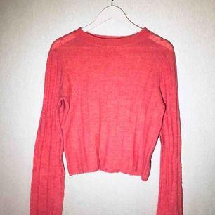 Stickad tröja från hm i fin rosa färg. Köparen står för frakt.