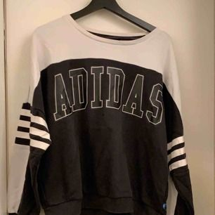 Soft tröja från Adidas. Något nopprig, kan skicka fler bilder om så önskas. Passar XS-M