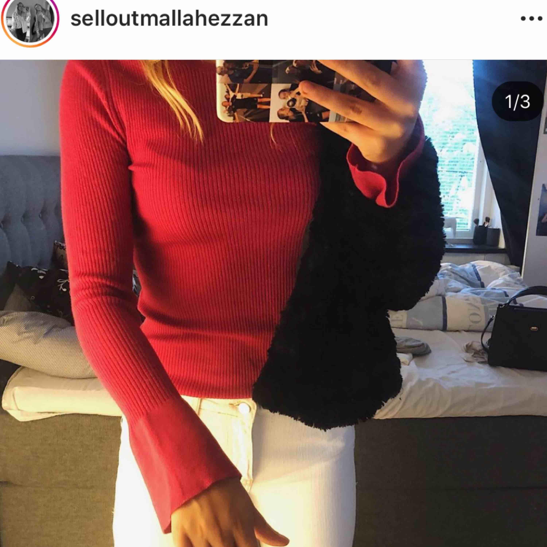 Säljer en långärmad Massimo dutti tröja i super skönt material!💖 kan mötas upp i Sthlm stad eller falun annars betalar köpare frakt (63kr!) tröjan ärbytsväng vid armarna💖. Tröjor & Koftor.