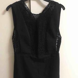 En jättefin klänning från Zara som jag fick i present och använd få gånge Priset inkl frakten :)