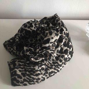 Leopard sjal