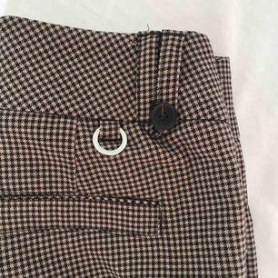 Rutiga kostymbyxor från märket Stockholm. Använda 1 gång så alldeles som nya😊 köparen står för frakt✨