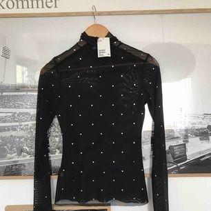 En helt ny långärmad tröja i Mesh med lappar kvar. Köparen står för frakten.