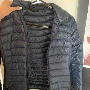 Säljer min everest jacka. Den är i mycket god skick