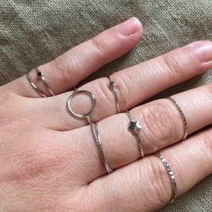 Ringar i äkta silver, varierande storlekar. 40-50kr styck eller 3 för 100:-! Superfina verkligen.✨ skriv för fler bilder!