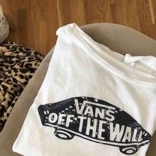 Vit vans t-shirt i fint skick. Köparen står för frakten.