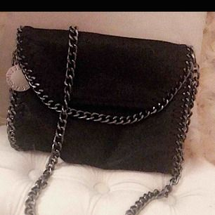 Fin väska, Stella McCartney inspirerad, säljer för ett bra pris.  Frakt 50kr