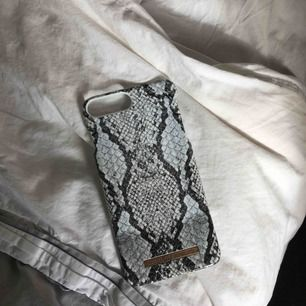 Fint ideal of sweden skal. Passar iPhones med plus modell. Utan skador.