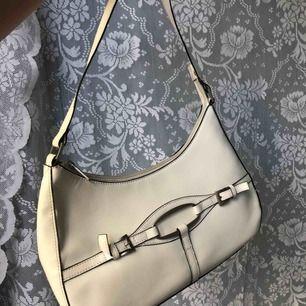 Vintage väska i utmärkt skick! Buda gärna!