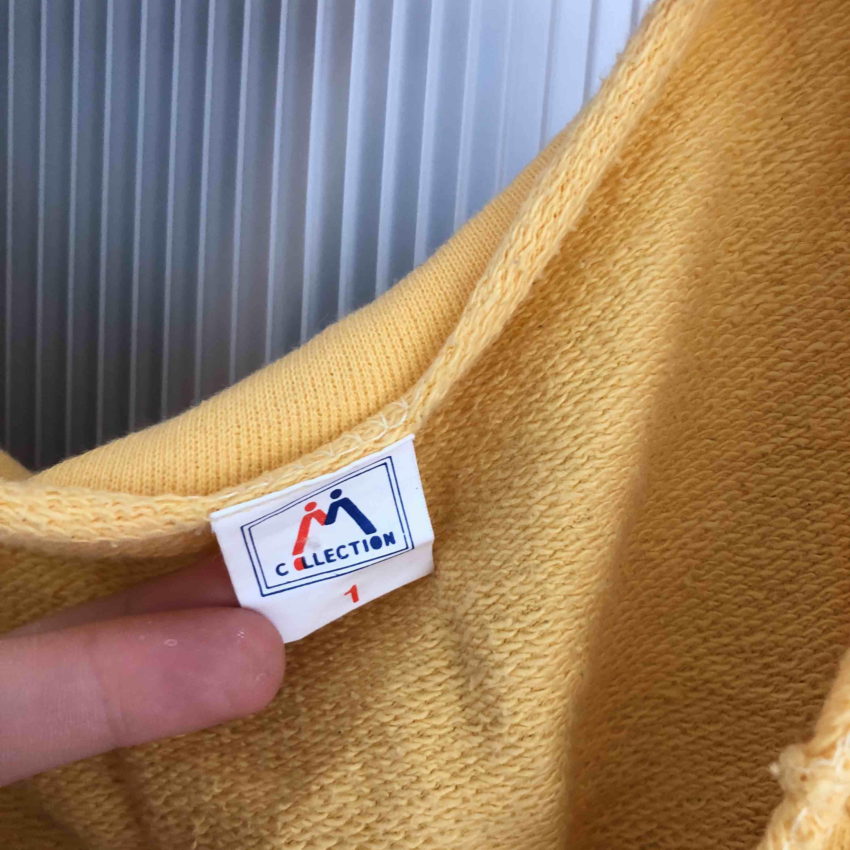 Denna superhärliga tröja som både går att använda som träningströja och till vardags är nu till salu. Tänker att 75 är ett ok pris, köpte den för 110 på humana i höstas 2018. Så himla härlig färg och att den är 100% bomull är bara ett stort pluss! 💖. Tröjor & Koftor.