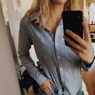 Snygg skjorta från sisters point storlek S, varsamt använd!!